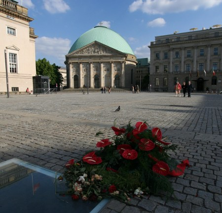 Im Mai 2009: Bebelplatz und St. Hedwigs-Kathedrale