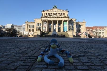 Berliner Affe auf dem Gendarmenmarkt