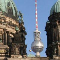 Der Berliner Fernsehturm und der Berliner Dom