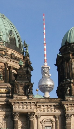 Berliner Fernsehturm und Berliner Dom
