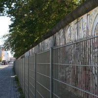 Die Berliner Mauer hinter Gitter