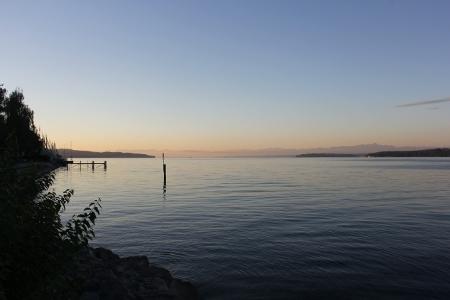Der Bodensee und der Himmel um 6 Uhr morgens