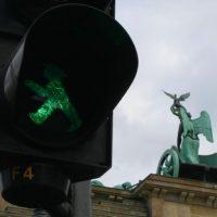 Ampelmännchen hinter dem Brandenburger Tor