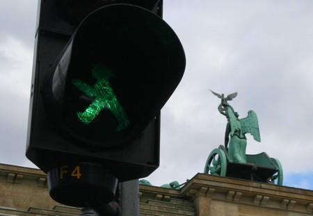 Ampelmännchen und die Quadriga des Brandenburger Tores