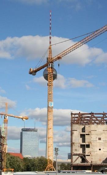 Berlin 2008: Turm oder Kran?