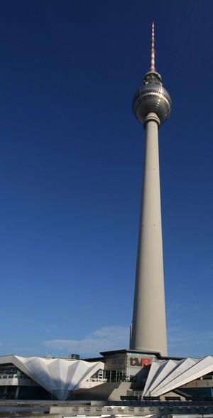 Berliner Funkturm und der blaue Himmel