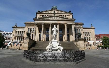 Friedrich-Schiller Denkmal vor dem Berliner Konzerthaus