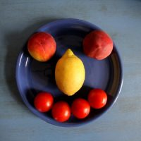 Nektarien, Zitrone und Tomaten-Gesicht