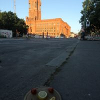 Das Gesicht vor dem Roten Rathaus