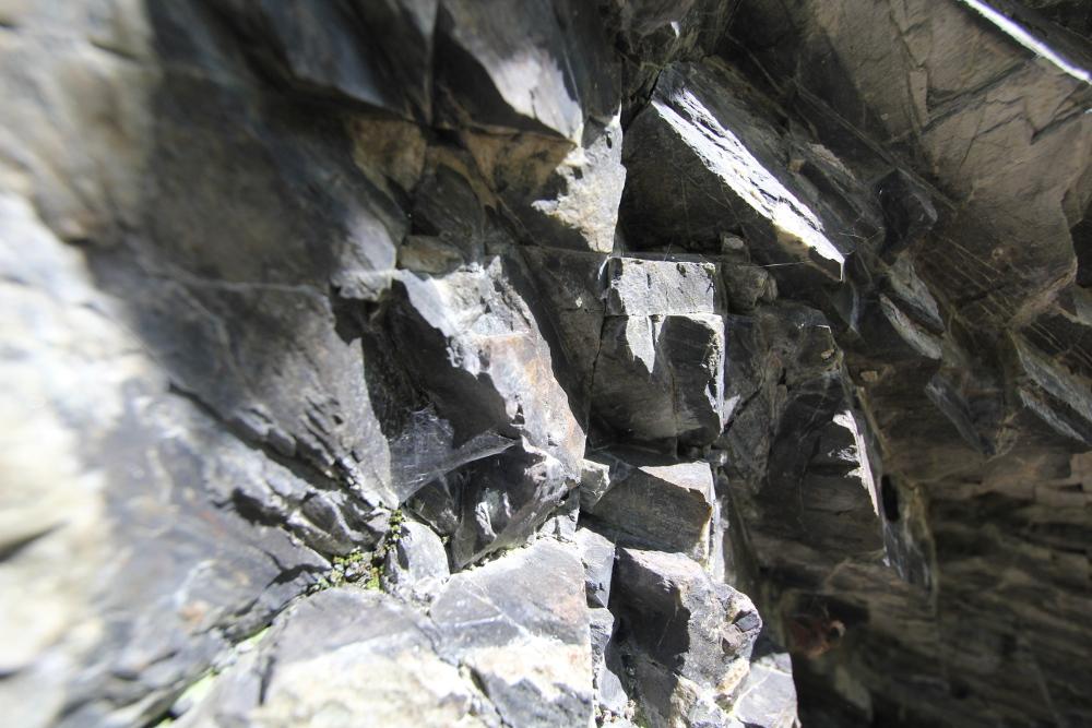 harz-wanderung-stein-wand