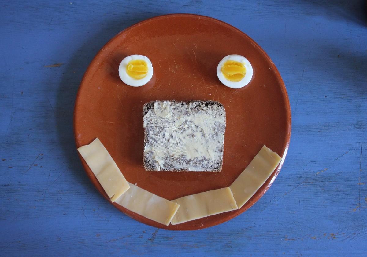 Frühstück mit Käse und Ei