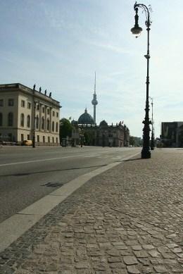 Der kleine Berliner Fernsehturm und die große Laterne