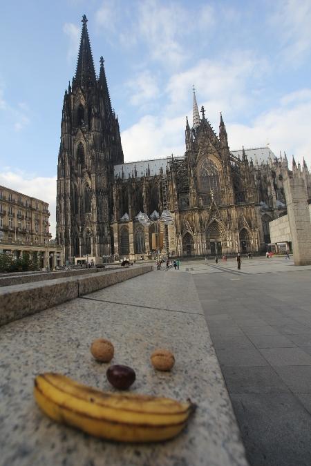 Gesicht vor dem Kölner Dom