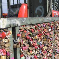 Schlösser auf der Hohenzollernbrücke in Köln