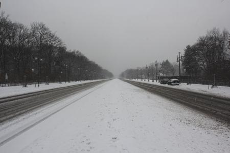Straße des 17. Juni im März 2013