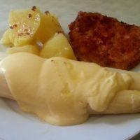 Heller Spargel mit Schnitzel