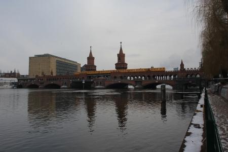 Die Oberbaumbrücke in Berlin
