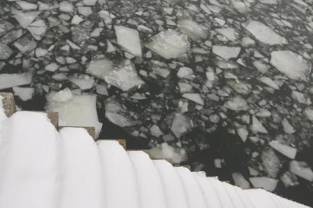 Eisbrocken auf der Spree