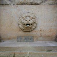 Der Brunnen vor der Kreuzberger Kirche