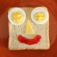 Toastgesicht mit Ei
