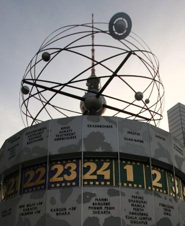 Welt-Zeit-Uhr in Berlin