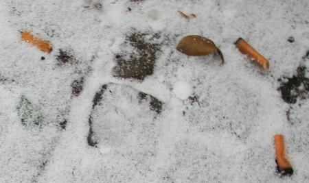 Romantisch: Zigaretten im Berliner Schnee